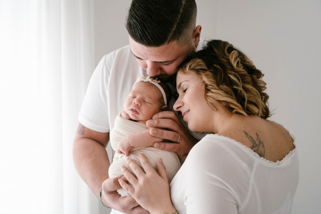 Fotografo Newborn Prato e Servizi Fotografici Gravidanza Prato: Giulia, Jonathan e la piccola Isabel