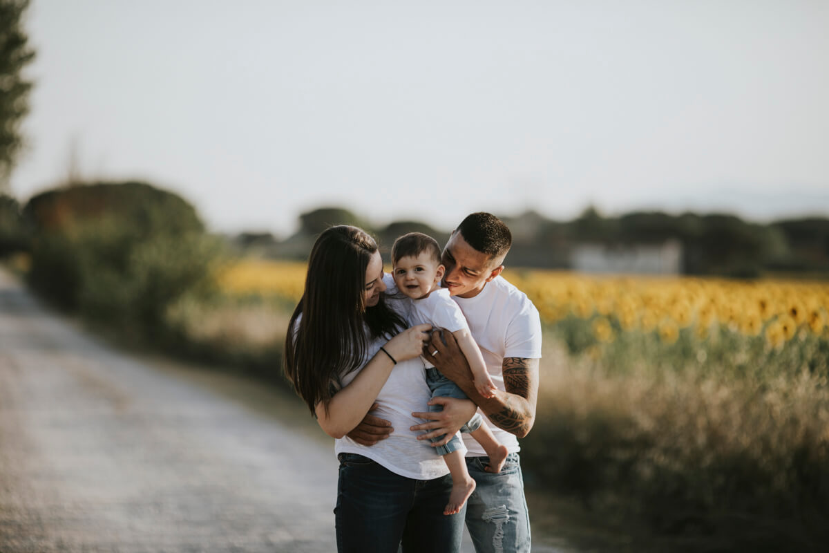 Fotografo Famiglie Quarrata - Aurora, Angelo e Gabry tra i girasoli